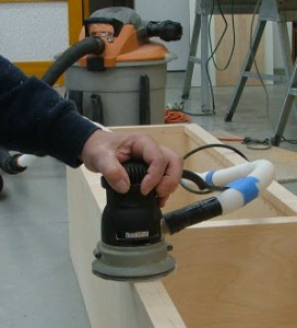 Sanding with an i-Socket Automatic Vacuum Shutoff