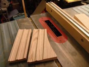 Cutting narrow slots in wood